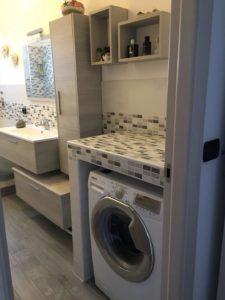 Alloggiamento lavatrice in bagno