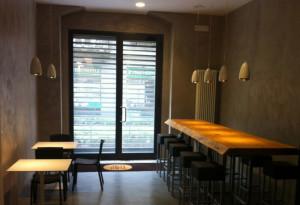 Sgabelli e tavoli del ristorante