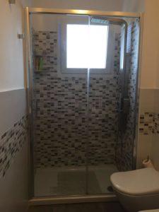 Doccia con piastrelle mosaico