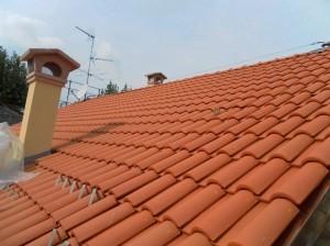 Visuale tetto a tegole rifatto