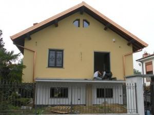 Frontale della villa dopo la ristrutturazione