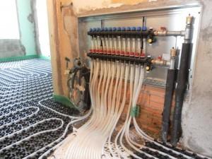 Particolare collettori per riscaldamento a pavimento
