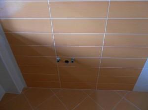 Dettaglio piastrelle e attacchi idraulici