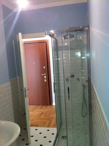 Box doccia e ingresso bagno